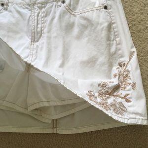 White cotton skort aka skirt+shorts. Sz 4 missy